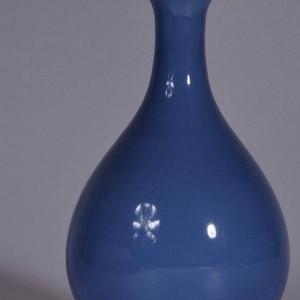 清天蓝釉蒜头瓶