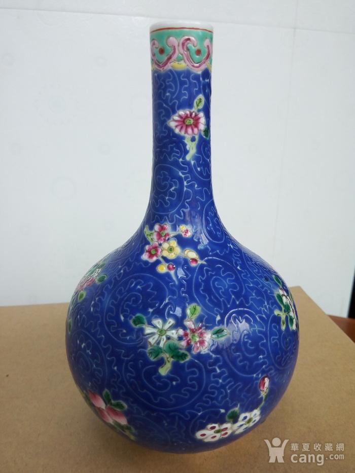 晚清:扎道兰地粉彩花卉�L颈瓶图5