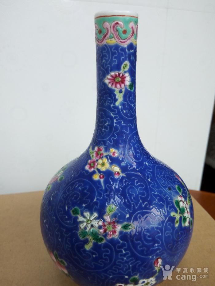 晚清:扎道兰地粉彩花卉�L颈瓶图7