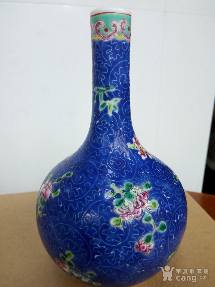 晚清:扎道兰地粉彩花卉�L颈瓶图8