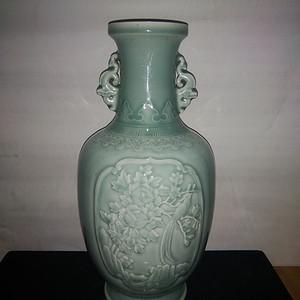 金牌 青釉花瓶