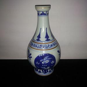 金牌  青花瓶