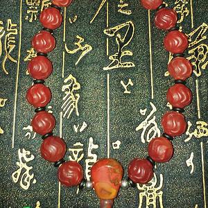 有些年份红玛瑙水波纹珠子配和田玉顶珠十八子手持