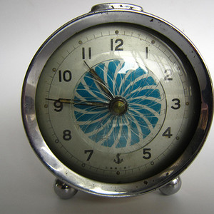 稀少的玻璃圆盘秒针闹钟 上海二厂 制造