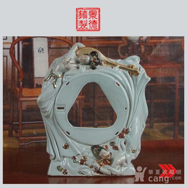景德镇文革老厂瓷器 雕塑豆青釉粉彩描金敦煌图摆件图1