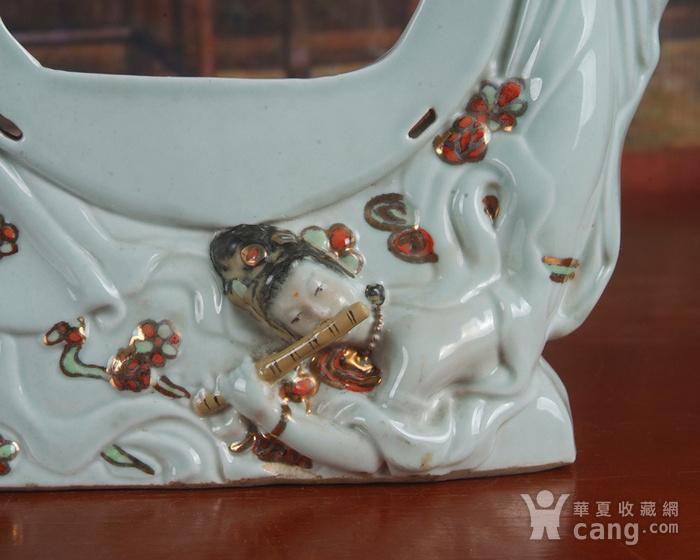 景德镇文革老厂瓷器 雕塑豆青釉粉彩描金敦煌图摆件图4