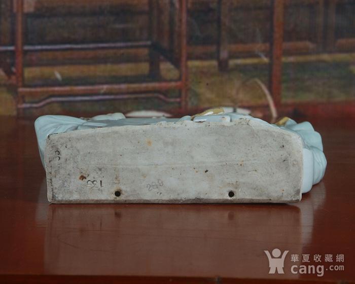 景德镇文革老厂瓷器 雕塑豆青釉粉彩描金敦煌图摆件图8