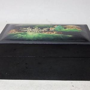 民国漆器山水绘画盖盒