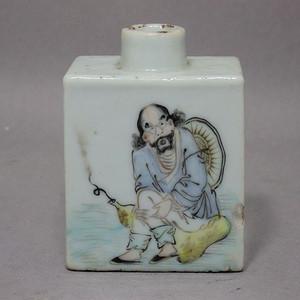 清代俞子明浅绛人物绘画鼻烟壶