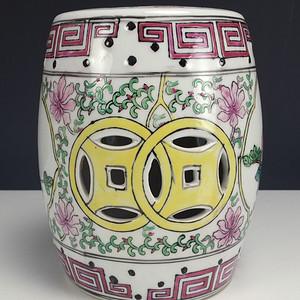 镂空雕瓷粉彩花鸟纹茶叶盖罐