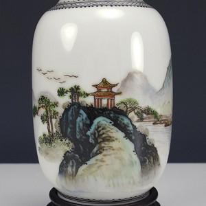 民国 细路粉彩 乾隆年制款灯笼瓶