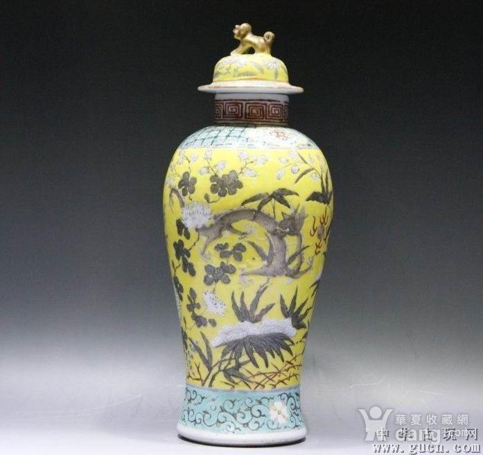 黄地粉彩描金双龙瓶图1
