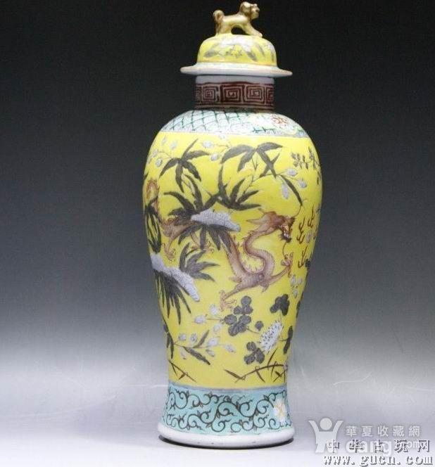 黄地粉彩描金双龙瓶图2