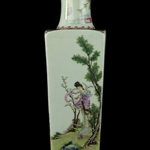 31号拍品 民国粉彩人物纹四方瓶