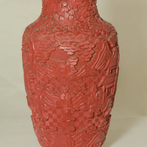 满工精雕铜胎剔红瓶