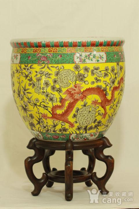 清大雅斋风格黄地粉彩龙纹大画缸 带老红木底座图3
