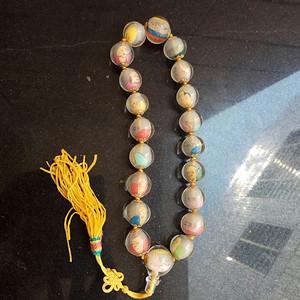 文革时期琉璃佛珠,1.8厘米。最大2.4厘米