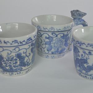 三个青花杯