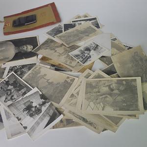一堆黑白照片