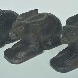 三只檀木兔