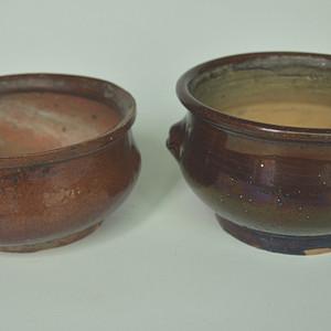 两个老酱釉香炉