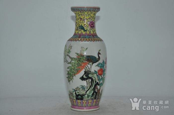 景德镇粉彩瓷瓶图1