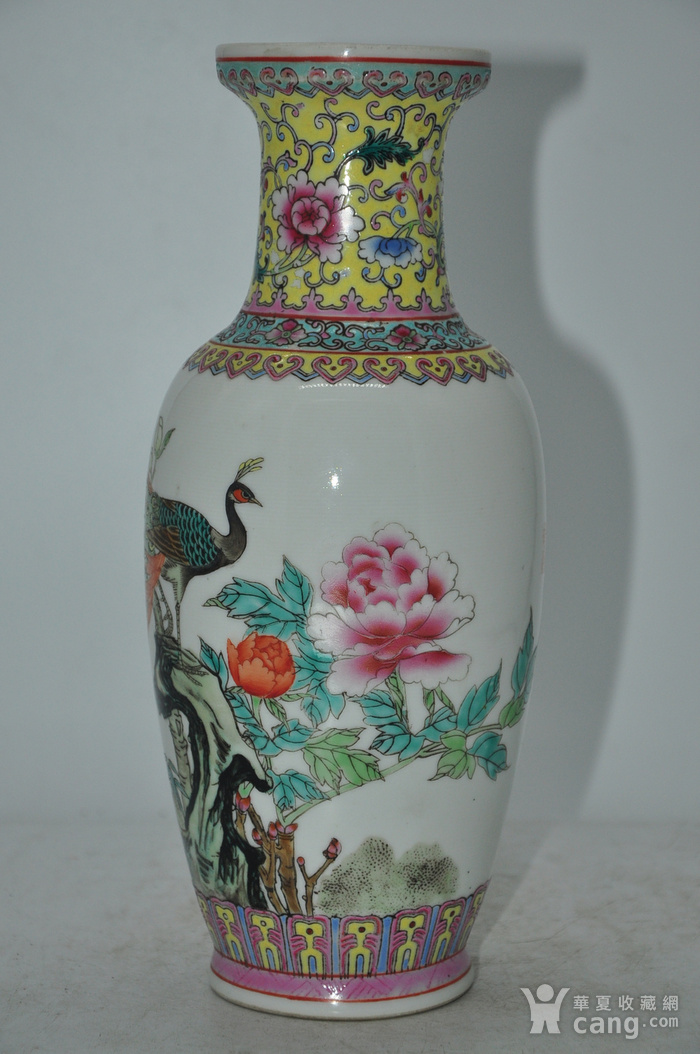 景德镇粉彩瓷瓶图3
