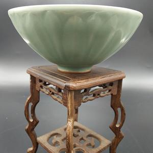 龙泉窑梅子青碗