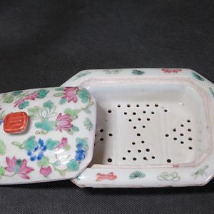 清代同治蝶鸾花镂空粉彩盖盒