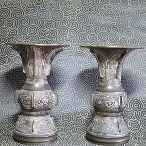清代饕餮龙纹铜花觚