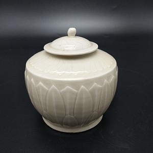 定窑白釉刻花罐