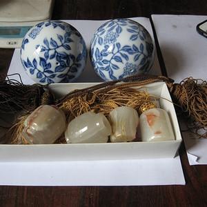 明清瓷杂0元拍日本风镇两对和青花瓷球一对