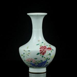 16清中期粉彩洞石花卉纹赏瓶