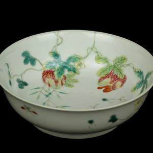 33清同治粉彩瓜瓞绵绵纹敦式碗