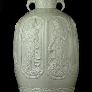 35民国白釉雕瓷观音纹小口梅瓶