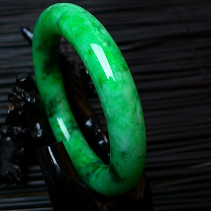 冰润A货翡翠满阳绿大圆条手镯收藏珍品