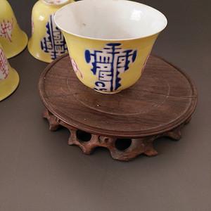 两个小茶杯