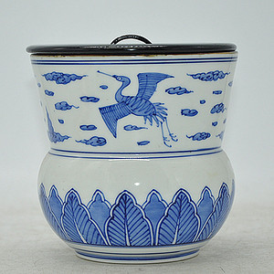 光伸款青花木盖瓷罐