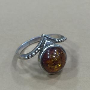 8123皇冠造型琥珀戒指