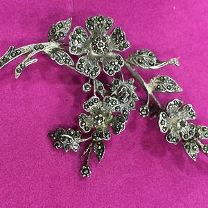 8127欧洲老带工匠款式银嵌铁矿石胸针