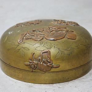 清代花鸟铜雕香盒