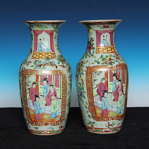 收藏级 清晚期豆青铀广彩描金人物故事对瓶