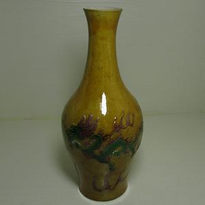 清中晚期浮雕龙凤纹黄地素三彩橄榄瓶
