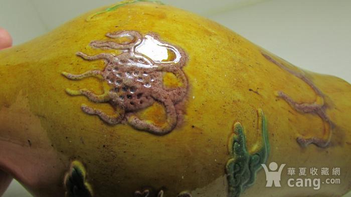 清中晚期浮雕龙凤纹黄地素三彩橄榄瓶图6