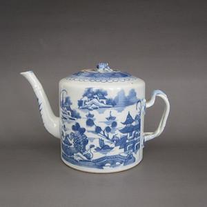 乾隆 青花山水楼阁图茶壶