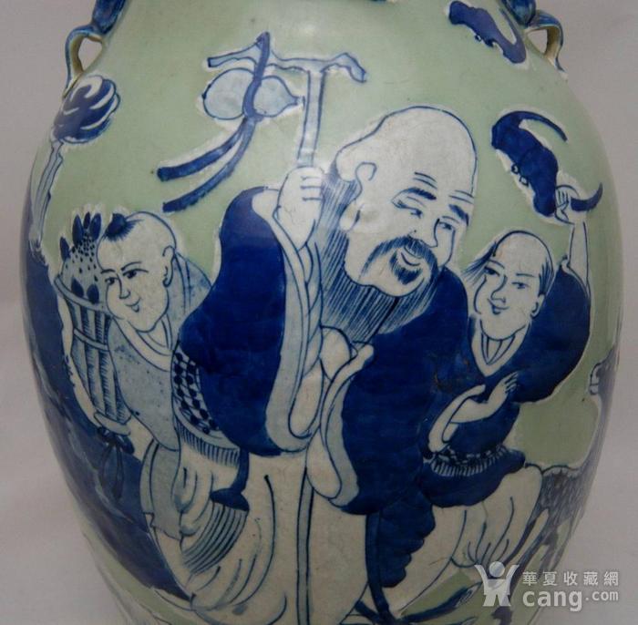 清代豆青釉青花加白150件三星人物掸瓶图6