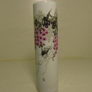 文革粉彩草虫筒瓶