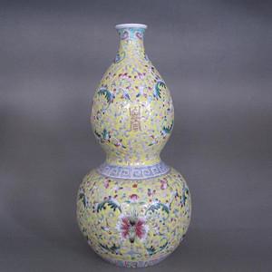 清末民国粉彩花卉纹葫芦瓶
