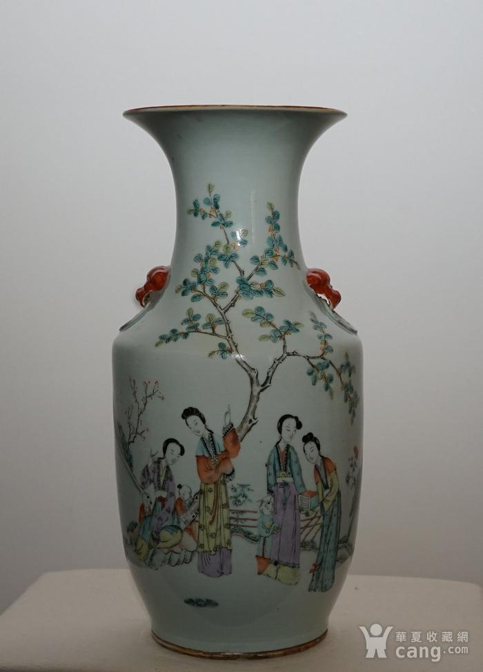 粉彩人物书法瓷瓶图1