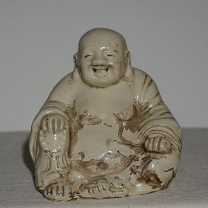 乳白色釉瓷佛